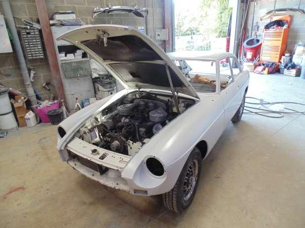 MG BGT V8